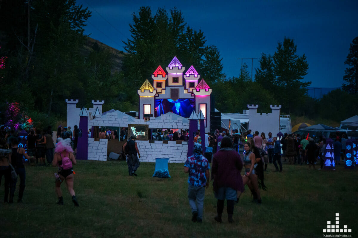 realm stage hi society blue red purple castle
