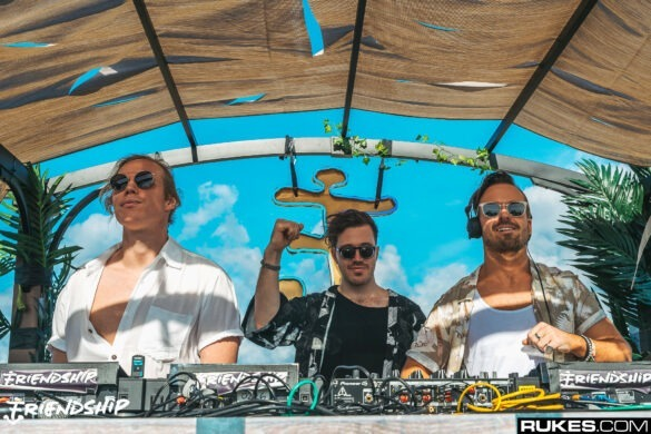 Rufus Du Sol playing at Friendship 2018