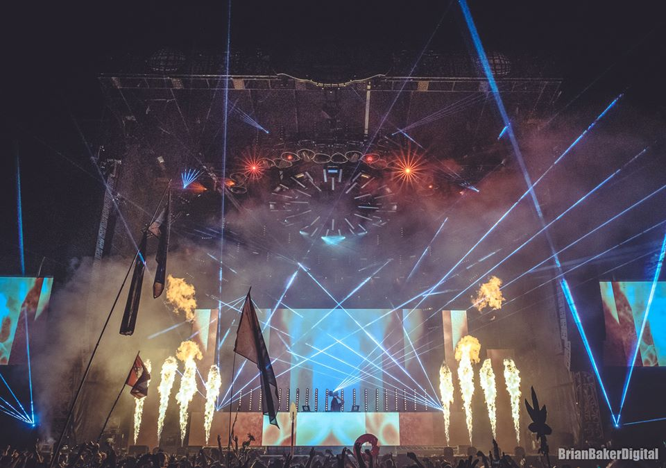 Pyro and lasers go off at electric forest stage Sherwood Court